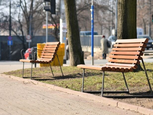 W dwóch dzielnicach pojawią się nowe ławki  Urząd Miasta
