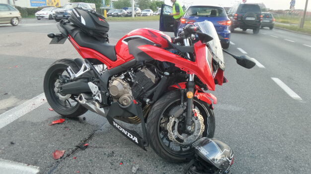 Motocyklista został ranny w wypadku na Okęciu