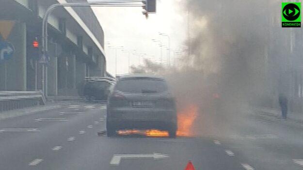 Samochód spłonął na zjeździe z POW