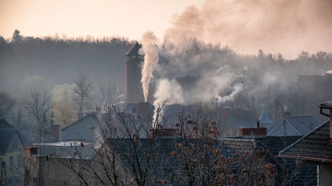 Senat chce walczyć ze smogiem. Za minimum 0,5 procent PKB