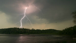 Burze na południu Polski. Prognoza pogodowych zagrożeń IMGW