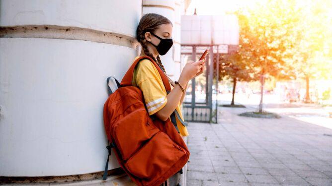 WHO: dzieci w wieku 12 lat i starsze powinny nosić maseczki